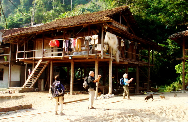 Homestay Hoa Son - Pac Ngoi Village, Ba Be District