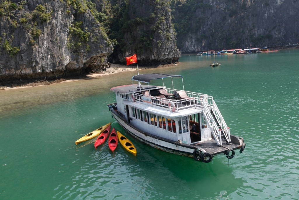 Ha Long Bay fullday tour (visit Heavenly Cave itinerary)